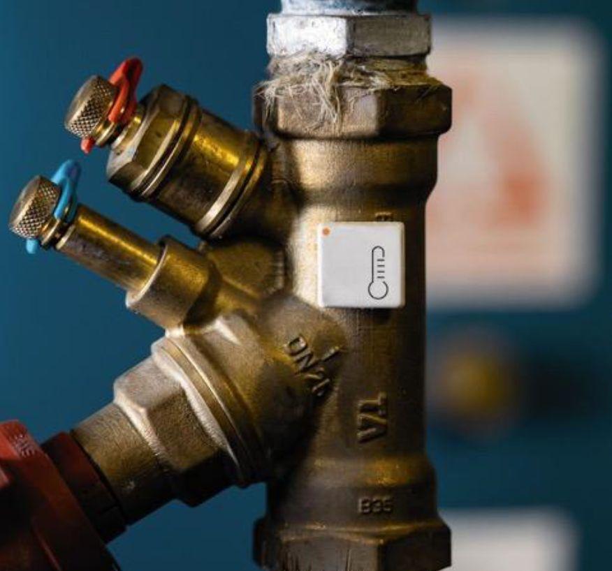 Pipe flow sensor